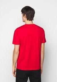 HUGO - DURNED - Print T-shirt - open pink - 2
