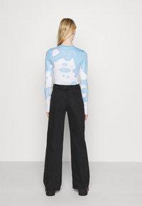 Weekday - SENA TIE DYE LONG SLEEVE - Long sleeved top - blue with white - 2