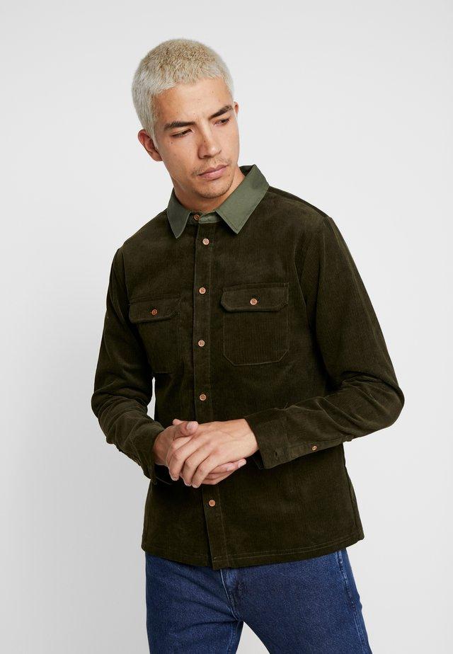 SHERWOOD - Overhemd - khaki