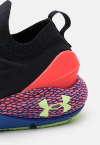 Under Armour - HOVR PHANTOM 2 GLOW - Neutral running shoes - black - 5
