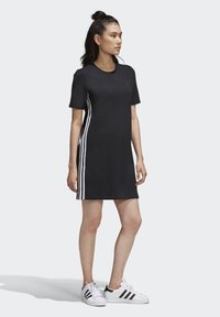 adidas Originals - ADICOLOR SPORTS INSPIRED REGULAR DRESS - Sukienka letnia - black/white - 0