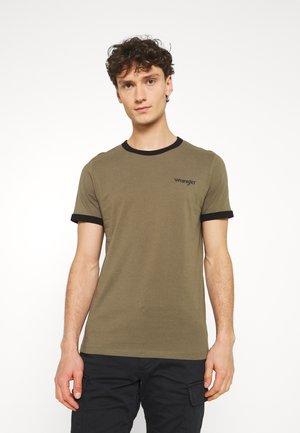 RINGER TEE - Camiseta estampada - olive green