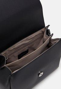comma - HIDE AND SEEK SHOULDERBAG  - Across body bag - black - 2