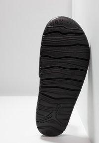 Jordan - BREAK - Sandaler - black/white - 4