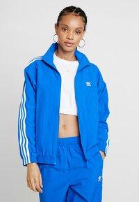 adidas Originals - ADICOLOR SPORT INSPIRED NYLON JACKET - Windbreaker - bluebird - 0