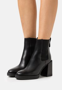 Furla - GRETA CHELSEA BOOT - Kotníkové boty na platformě - nero - 0