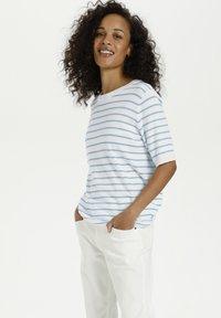 Kaffe - Print T-shirt - chalk chambray blue stripes - 0