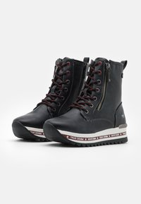 Mustang - Kotníkové boty na platformě - schwarz/rot - 2