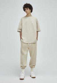 PULL&BEAR - Pantalon de survêtement - beige - 1