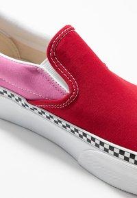 Vans - CLASSIC - Slip-ons - chili pepper/fuchsia pink - 2