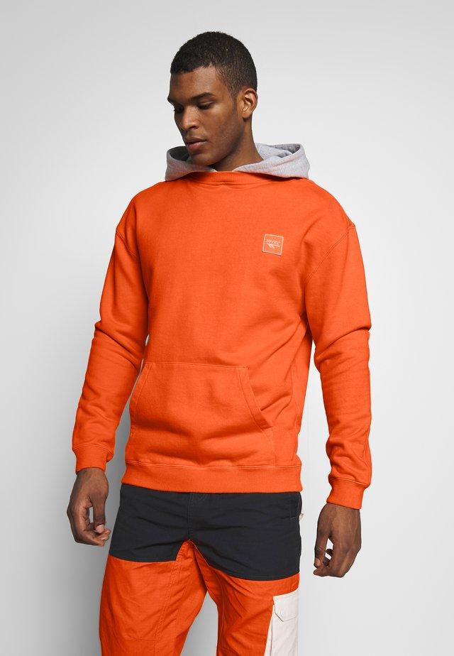 JACKSON - Hoodie - orange zest