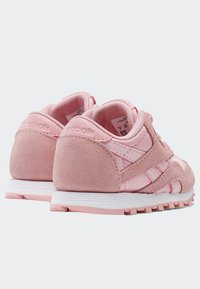 Reebok Classic - CLASSIC NYLON SHOES - Trainers - pink - 3