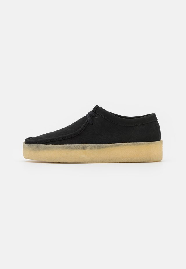 WALLABEE CUP - Sportieve veterschoenen - black