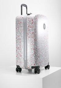 Kipling - CURIOSITY M - Wheeled suitcase - grey - 3