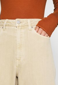 Weekday - LASH - Jeans relaxed fit - light beige - 7