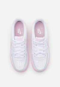 Nike Sportswear - AIR FORCE 1 BRICK - Sneakers basse - white/pink - 3