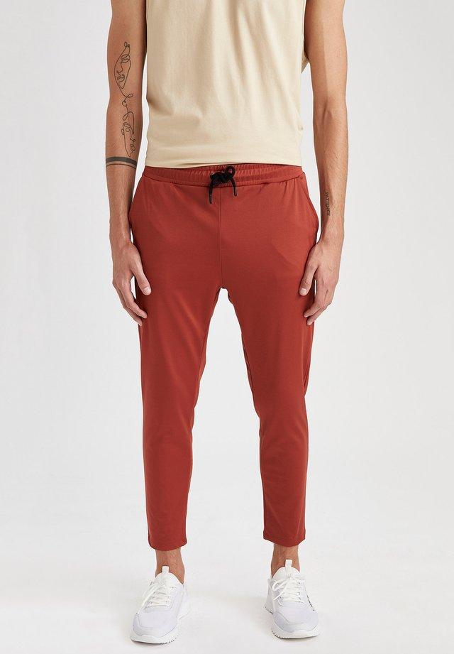 SLIM FIT  - Pantaloni sportivi - orange