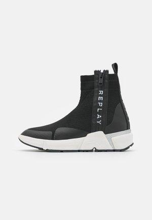 SABLE - Kiilakorkonilkkurit - black/white