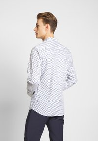 Selected Homme - SLHSLIMPEN MARVIN - Shirt - bright white - 2