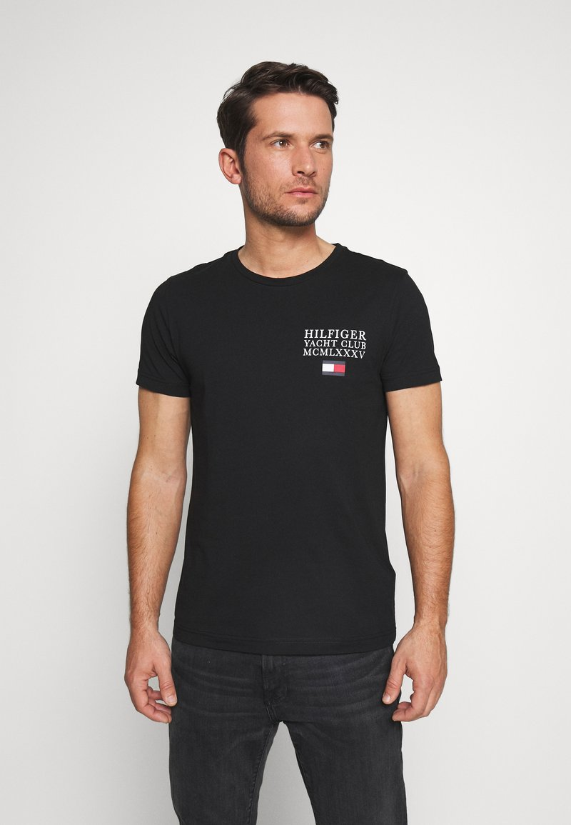 Tommy Hilfiger - YACHT CLUB TEE - T-shirt con stampa - black
