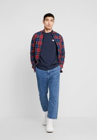 Tommy Jeans - BADGE LONGSLEEVE TEE - Long sleeved top - black iris - 1