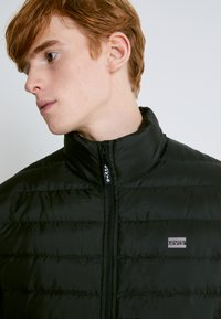Levi's® - PRESIDIO PACKABLE JACKET - Down jacket - blacks - 5