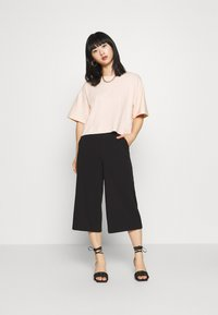 Topshop Petite - PANEL BOXY TEE - Basic T-shirt - pink - 1