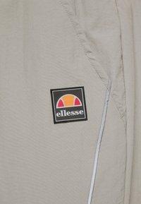 Ellesse - RIGARIO TRACK PANT - Trainingsbroek - light grey - 4
