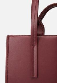 MAX&Co. - EUFORIA - Shoppingveske - bordeaux - 5