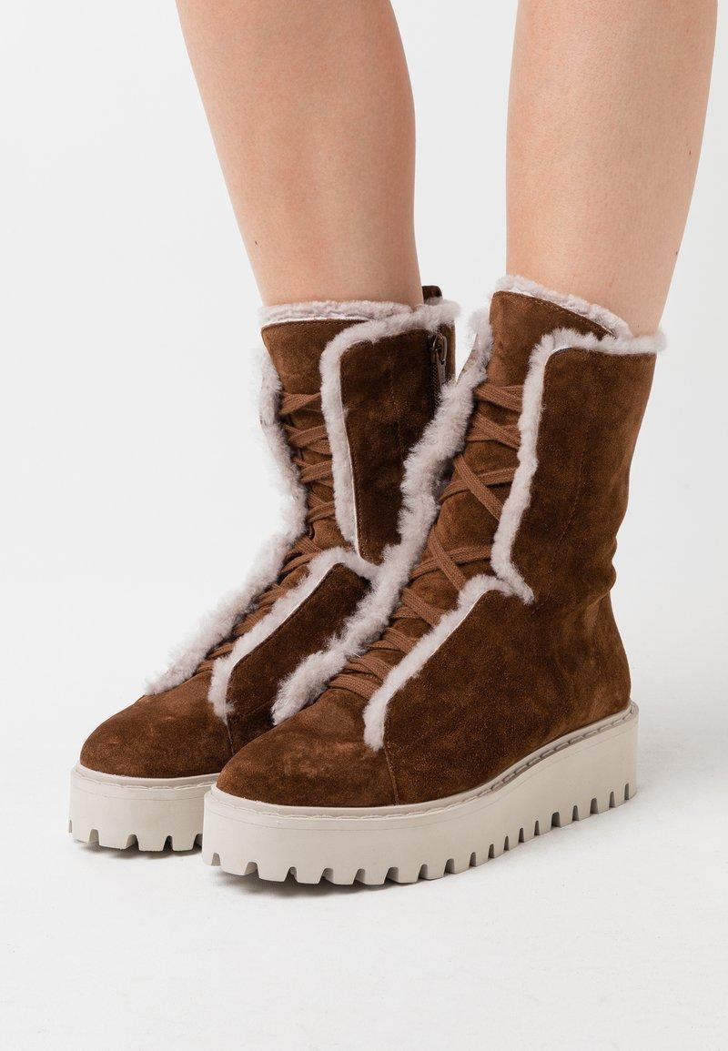 Kennel + Schmenger - HIKE - Platform ankle boots - castoro