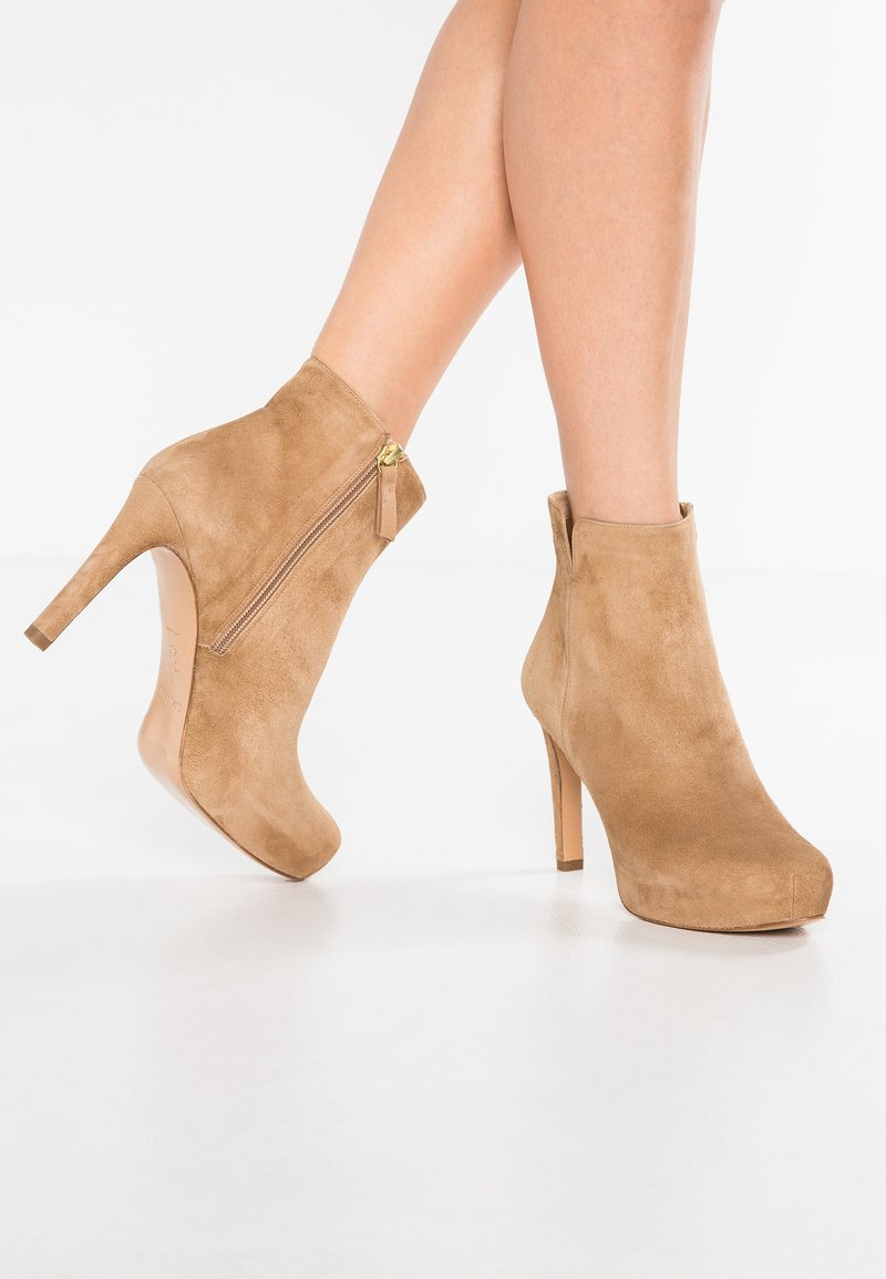 Pura Lopez - High heeled ankle boots - montone