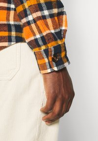 KnowledgeCotton Apparel - CHECKED OVERSHIRT - Skjorta - total eclipse - 5