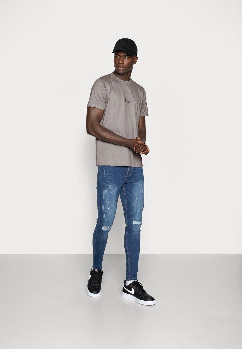 Mennace - 2 PACK UNISEX - Print T-shirt - black/grey