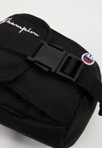 Champion Reverse Weave - SMALL SHOULDER BAG - Across body bag - black - 6