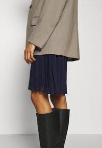 Anna Field - Denimové šaty - dark blue - 3