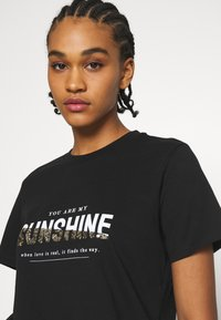 ONLY - ONLTRACY - Print T-shirt - black - 3