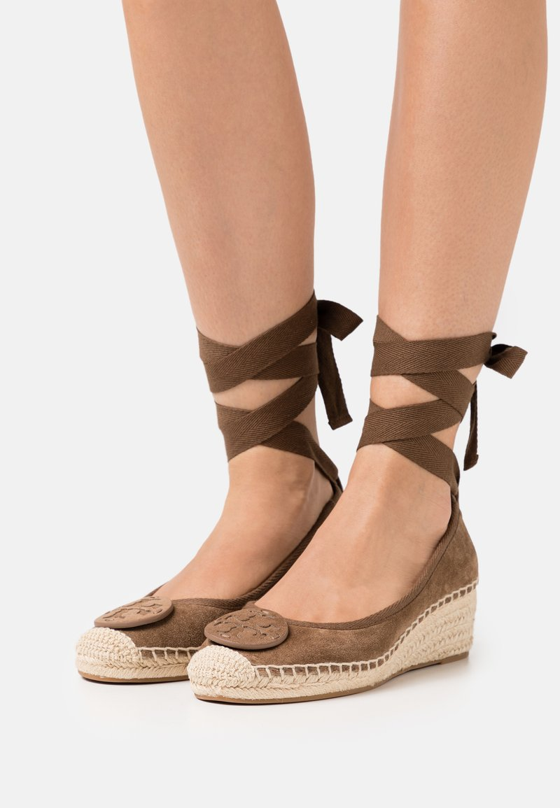 Tory Burch - MINNIE WEDGE  - Lace-up heels - river rock