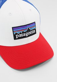 Patagonia - LOGO TRUCKER HAT - Pet - white/fire/andes blue - 4