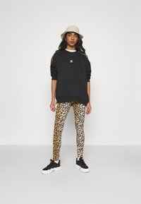 adidas Originals - LEOPARD CREW - Sweatshirt - black - 1