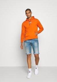 Tommy Jeans - RONNIE  - Denim shorts - barton light blue - 1
