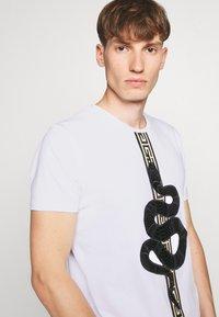 Glorious Gangsta - DEVANEY  - T-shirt con stampa - white - 3