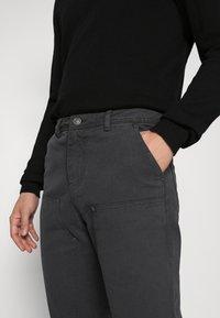 Mennace - STRAIGHT PAINTERS PANT - Kalhoty - charcoal - 3