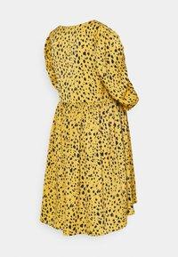MAMALICIOUS - MLELLIE LIA DRESS  - Jersey dress - honey - 1
