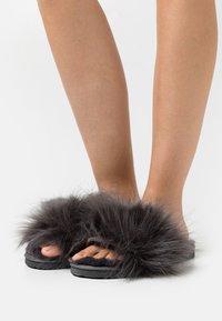 flip*flop - HAIRY POOL - Slippers - steel - 0