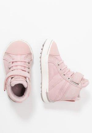 SAGENE MID GTX - Hiking shoes - light pink/violet