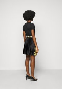 Versace Jeans Couture - LADY SKIRT - Pleated skirt - black - 2