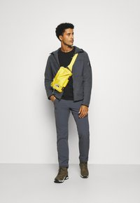 Salomon - SNOWSHELTER TED HOODIE - Fleece jacket - ebony - 1