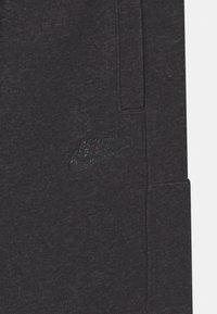 Nike Sportswear - UNISEX - Shortsit - black/dark smoke grey - 2