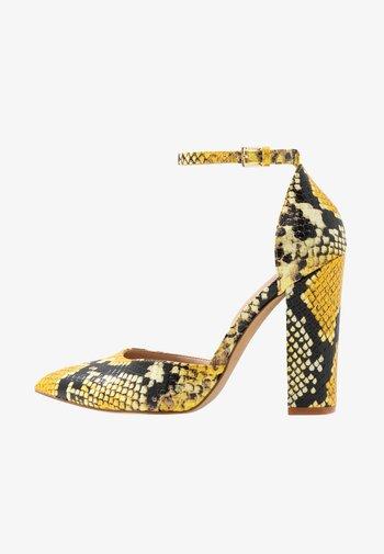 NICHOLES - High heels - yellow