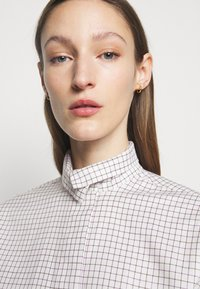Victoria Beckham - RUFFLE  - Button-down blouse - ecru/purple - 4